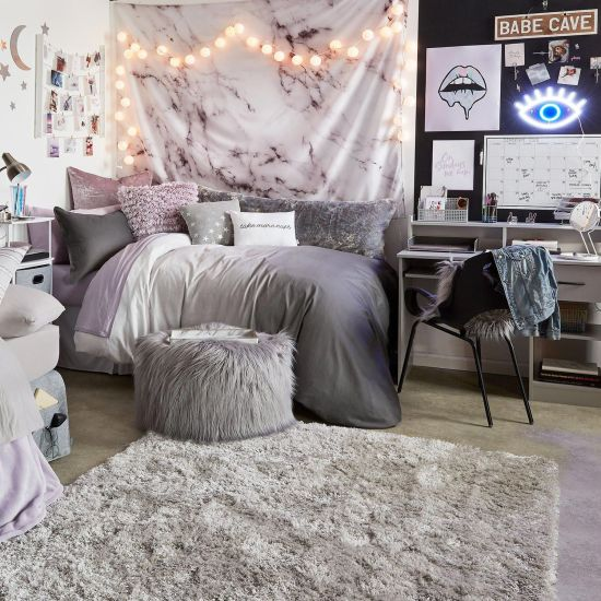 *8 Beautiful Tapestries to Give Your Dorm Room a Chill Vibe