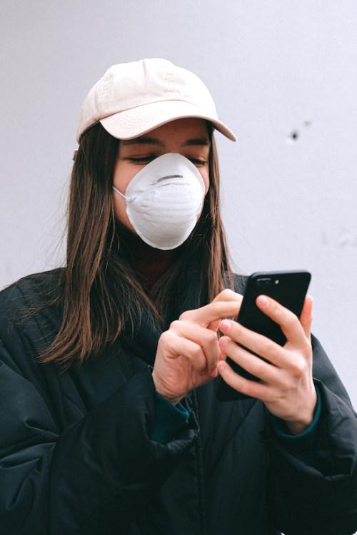 10 Dating App Icebreakers That Men Need To Stop NOW
