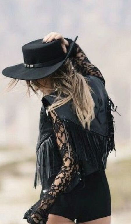 Leather and lace pieces are great to have in your bohemian style wardrobe!