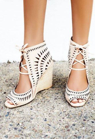 Earthy sandals are great to have in your bohemian style wardrobe!