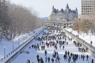 RCS_crowd_chateauLaurier_LR-834x554