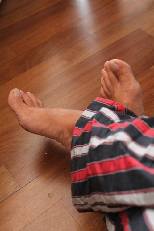 hand-wood-floor-feet-summer-leg-1011043-pxhere.com