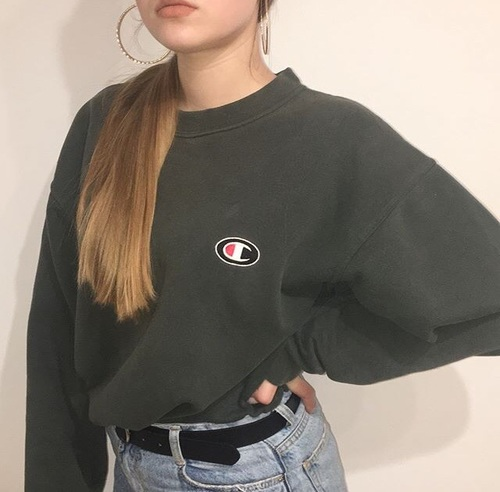 This is one of the most iconic college student fashion trends!