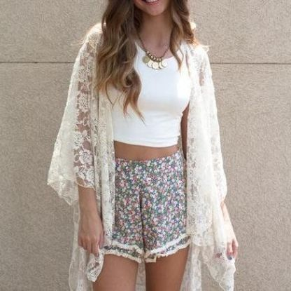 Here are 15 hippie outfits you NEED to copy! We love bell sleeves! #hippieoutfits #summerstyle #festivaloutfits