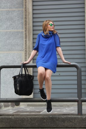 royal-blue-t-shirt-dress-sporty-chic-outfit-1