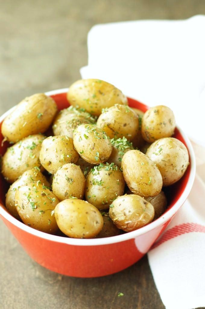 Crockpot-Herbed-Baby-Potatoes-680x1024