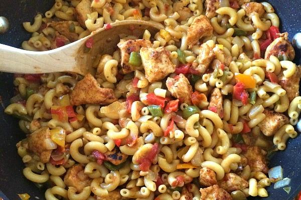 chicken fajita pasta one pan meal Blogghetti