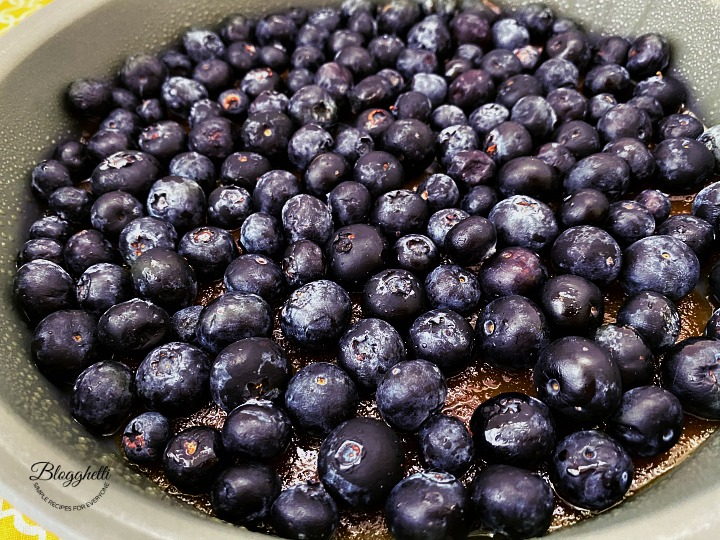 blueberries with brown sugar topping in cake pan