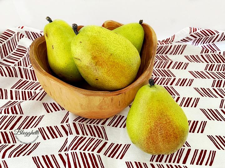 bowl of fresh pears