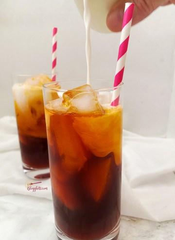adding cream to Thai iced tea