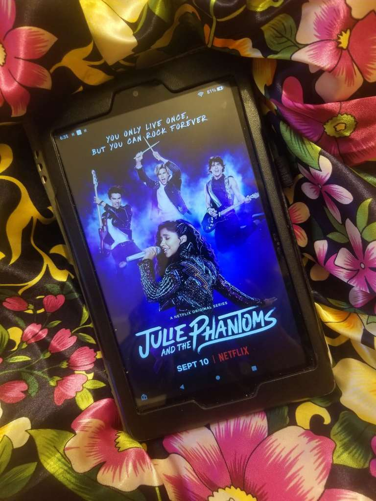 julie and the phantoms review