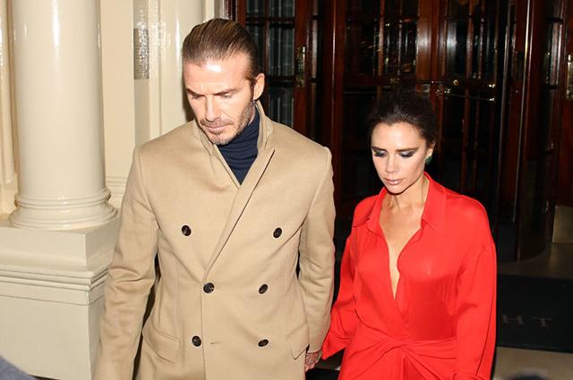 Дэвид и Виктория Бекхэм посетили рождественскую вечеринку в Лондоне