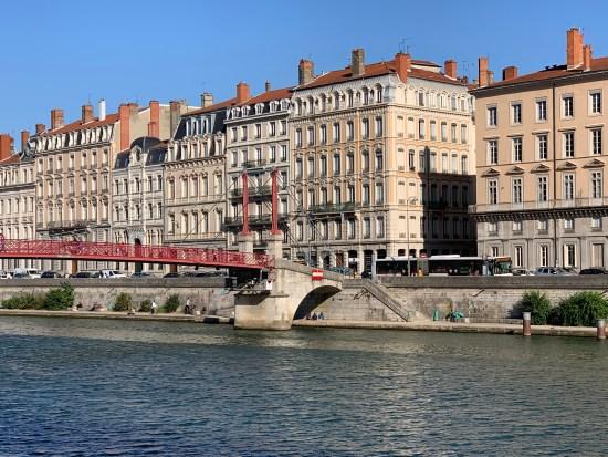 Lyon desde el río Saona