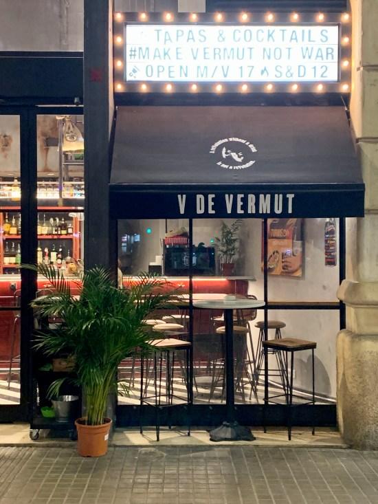 Fachada del local V de Vermut