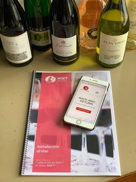 libro, iphone, botellas de vinos
