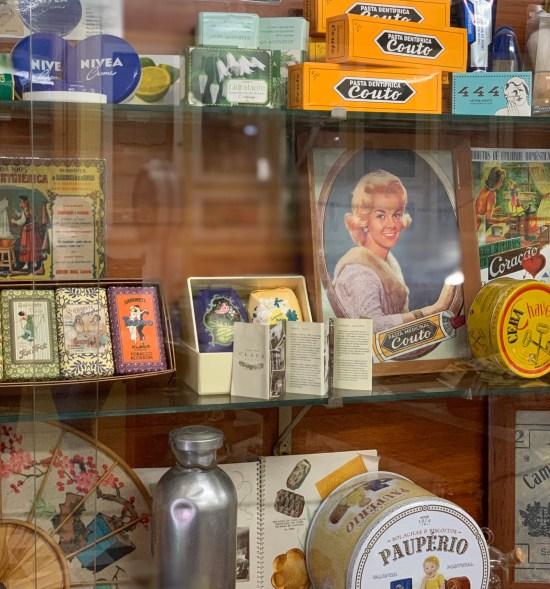 productos antiguos de la escolinha da Mercearia