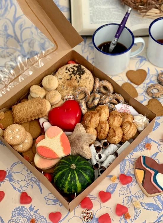 galletas, dulces, vela, y calabaza