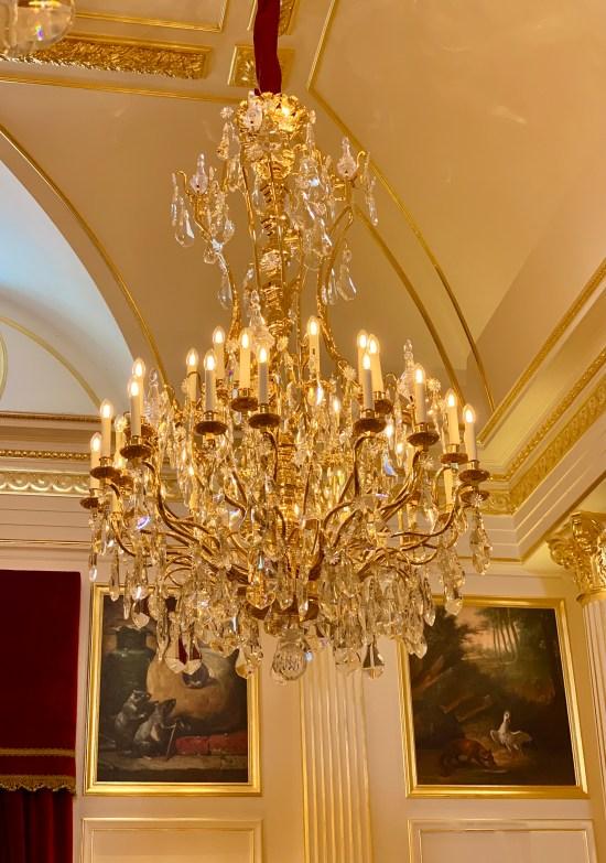 lámpara araña en Le Salon Doré de Les Grands Buffets