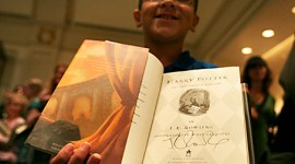 Copia firmada de 'Harry Potter and the The Deathly Hallows' sera sorteada para la Caridad