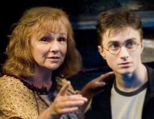 Molly Weasley y Harry Potter