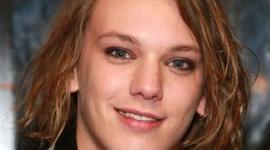 Visita del Actor Jamie Campbell Provoca Locura en el Festival de Cine de Sitges