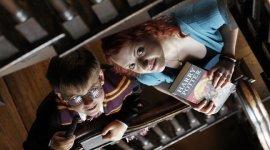 Evanna Lynch Promociona Lanzamiento de Maratón de Lectura Benéfica en Irlanda