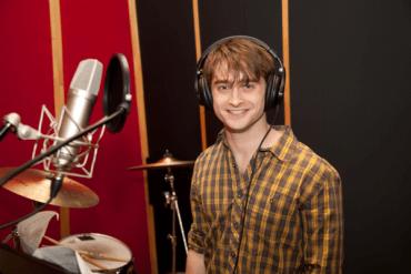 Imágenes de Daniel Radcliffe Grabando 'A Christmas Carol' para el Álbum de Caridad 'Carols for a Cure'