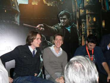 James y Oliver Phelps Promocionan el DVD/Blu-ray de 'Las Reliquias, Parte II' en Italia