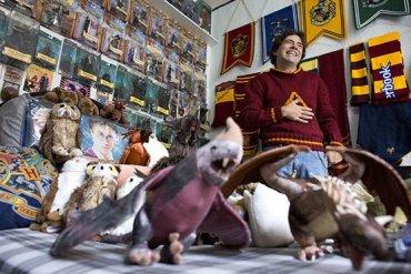 Nuevos Datos e Imágenes del Mexicano con la Mayor Colección de Harry Potter
