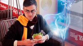 Decenas de mujeres le piden matrimonio a un joven parecido a Harry Potter