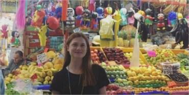 Bonnie Wright, de paseo por el mercado de Coyoacán en México