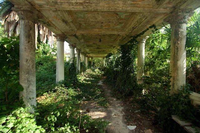 Um paraíso que se transformou numa cidade fantasma