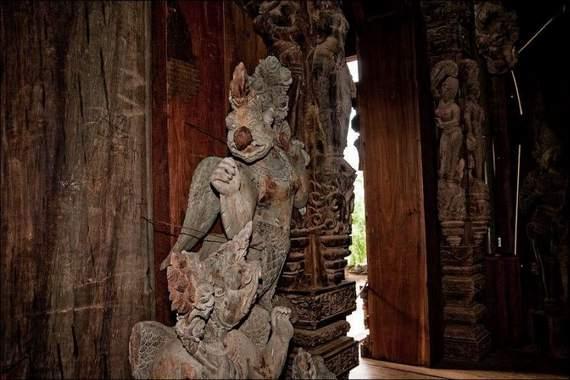 O Santuário da Verdade na Tailândia