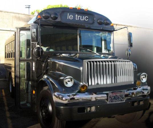 Le Truc: Antigo ônibus escolar transformado em restaurante