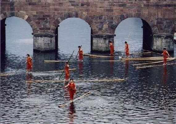 Competições aquáticas bizarras na China