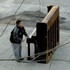 O piano abandonado em Nova York