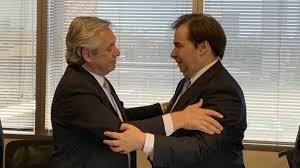Rodrigo Maia foi a Buenos Aires com objetivo de paparicar o presidente eleito da Argentina, Alberto Fernández, que havia insultado o Presidente do Brasil