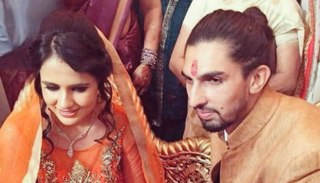 beautiful is Ishant Sharma's wife propose with flowers