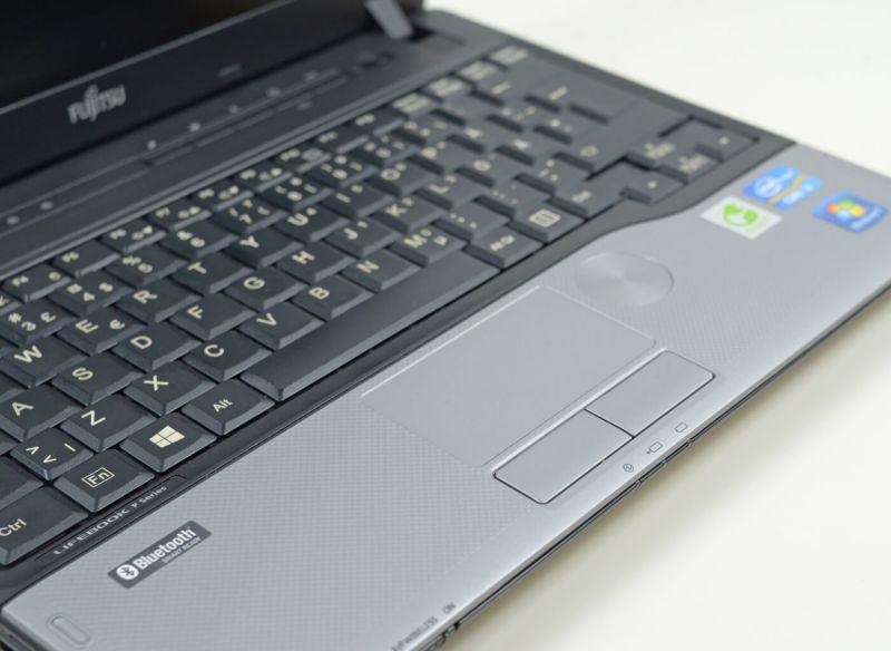 Fujitsu LIFEBOOK P702 - vedere tastatura si palmrest