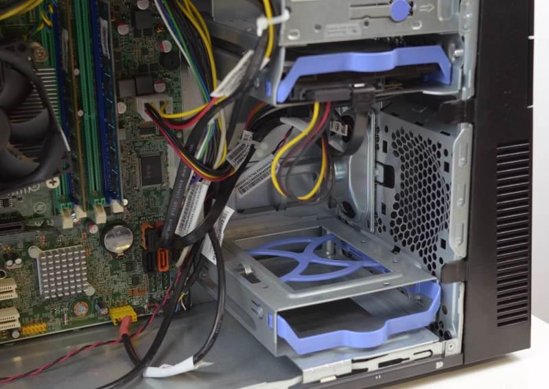 Lenovo ThinkCentre M82 - bay-uri pentru unitatile de stocare