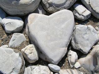 Even rocks become hearts. - Photo: Wikimedia