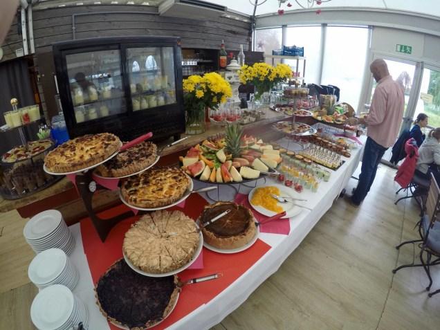 Villa Schmidt brunch Strasbourg dimanche jardin 2 rives table desserts