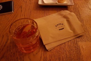 Initiation aux cocktails au Raven bar entre blogueurs