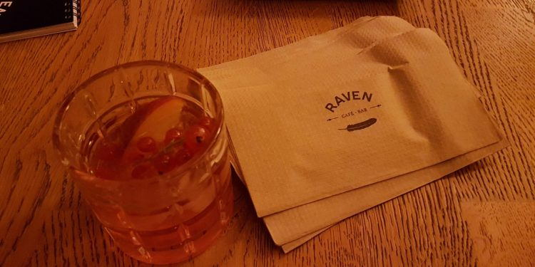 Initiation aux cocktails au Raven bar entre blogueurs