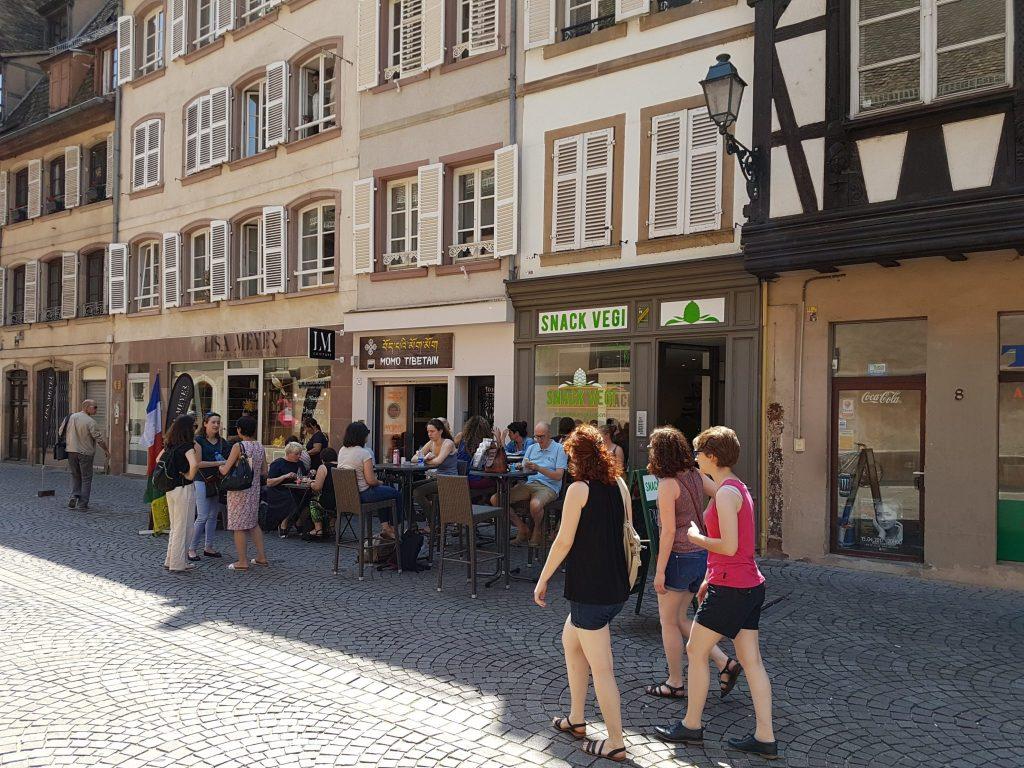 Snack Vegi végétarien Strasbourg vegan grand'rue Strasbourg vente a emporter burger houmous
