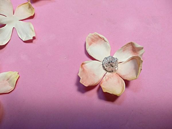 kwiaty róży, Róże z foamiranu – jak je wykonać?