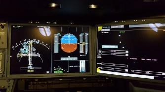 A350-koneen mittaristo ja hallintalaittteet ovat hyvin samanlaiset kuin Airbusin A380-jättijumbossa.