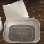 Egy vízzel teli edénybe merítette a bögréjét! Ha meglátod miért, eláll a lélegzeted! (videó)