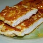 Rántott csirkemell, különleges sajtos panírban! A nagymama rántott csirkéje is elbújhat mellette!