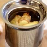 A gyömbérből készült tea segíthet kihajtani a vesekövet, segíthet megújítja a májat, és segíthet elölni a tumorsejteket. Így csináld, hogy hasson!